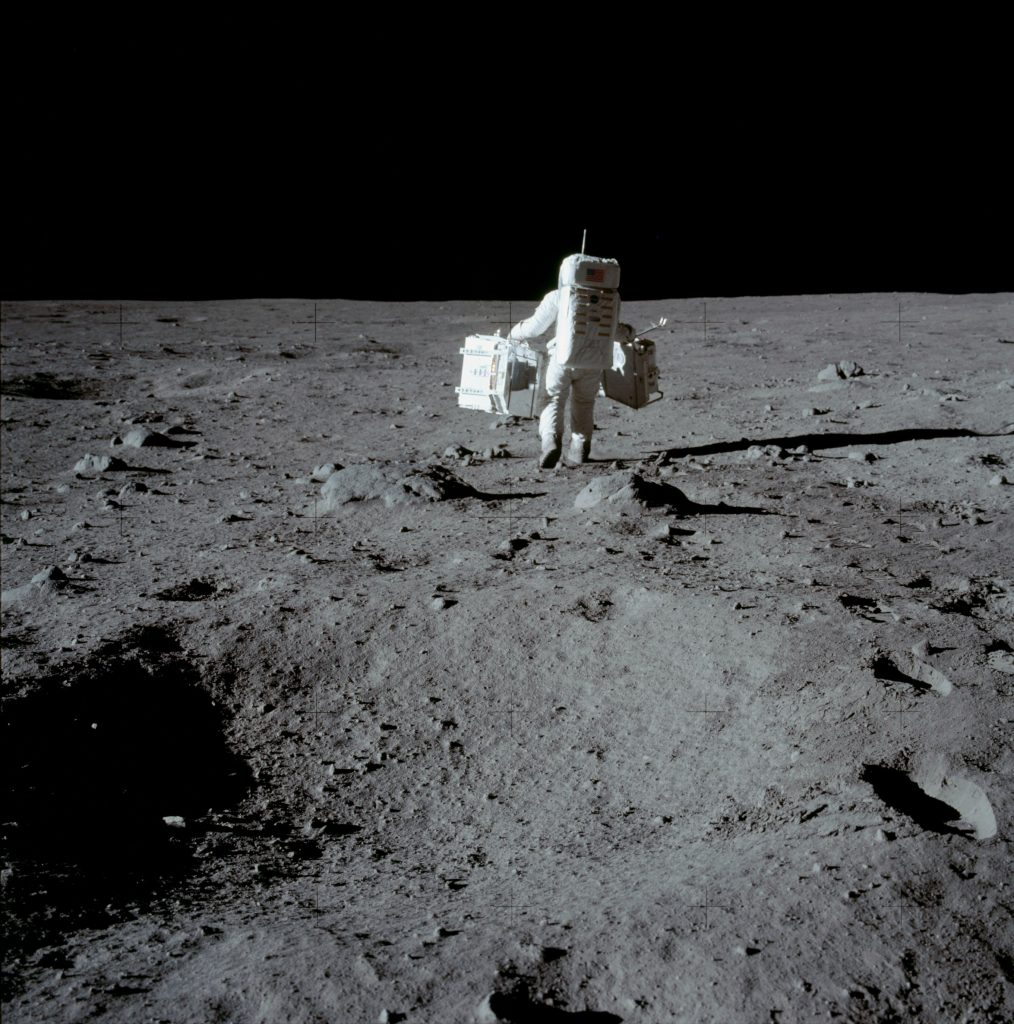 Buzz Aldrin caminhando